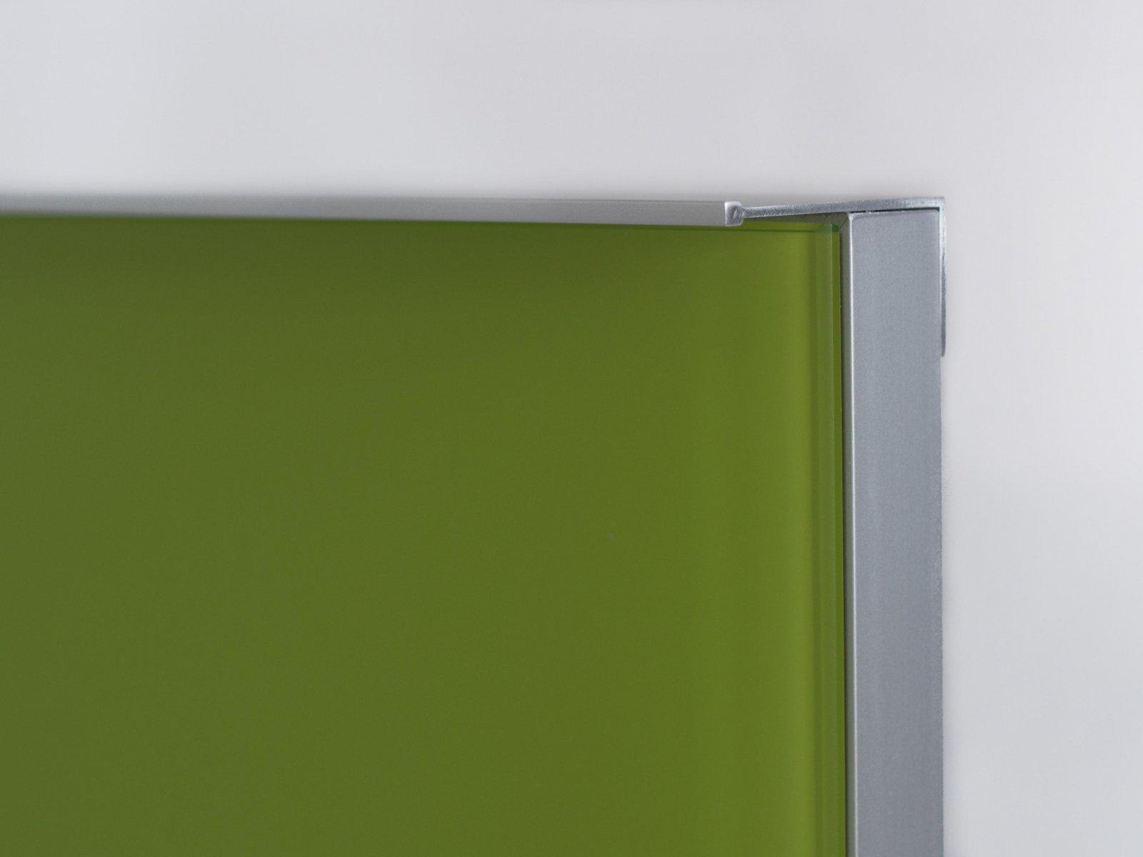 Porta-10 (Perfil V08 mate + puxador L01 mate + vidro lacado verde)