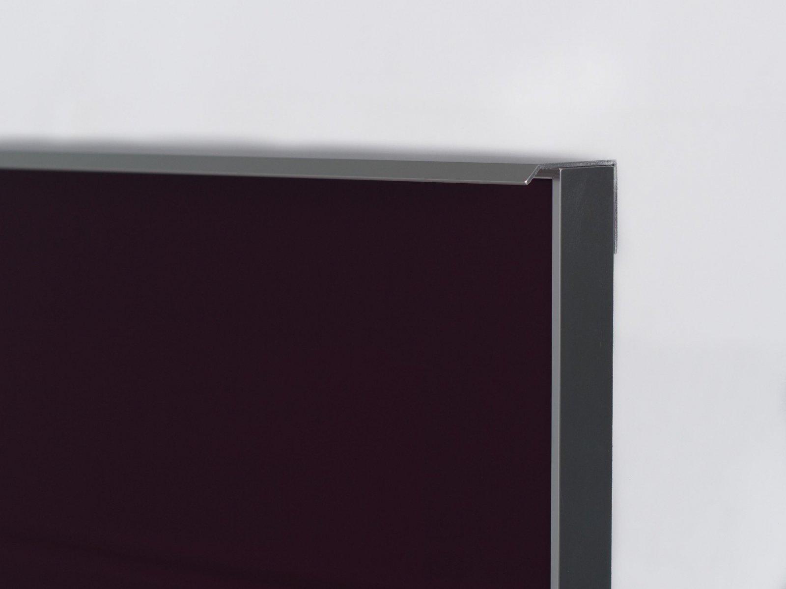 Porta-15 (Perfil V06 brilho + puxador L03 brilho + vidro lacado roxo)