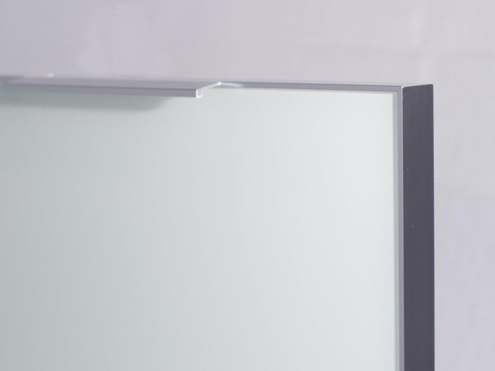 Porta-16 (Perfil V06 brilho + puxador L06 brilho 150mm + vidro lacado branco)
