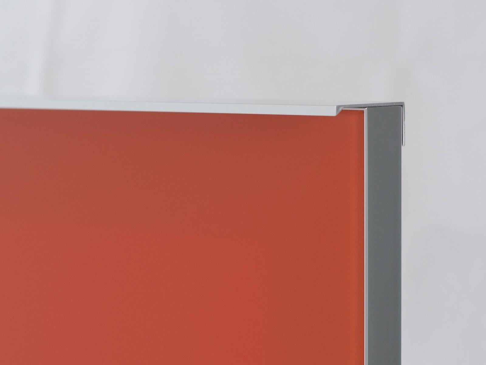 Porta-18 (Perfil V04 brilho + puxador L02 brilho + vidro lacado laranja)