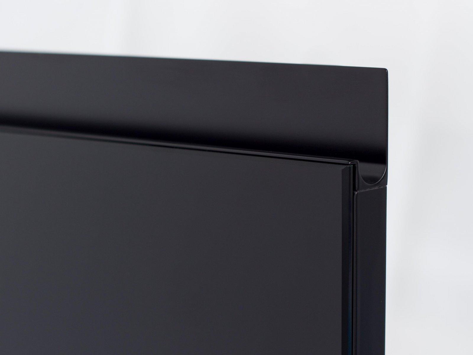 Porta-1 (Perfil V08 lacado preto + puxador P06 lacado preto + vidro lacado preto)