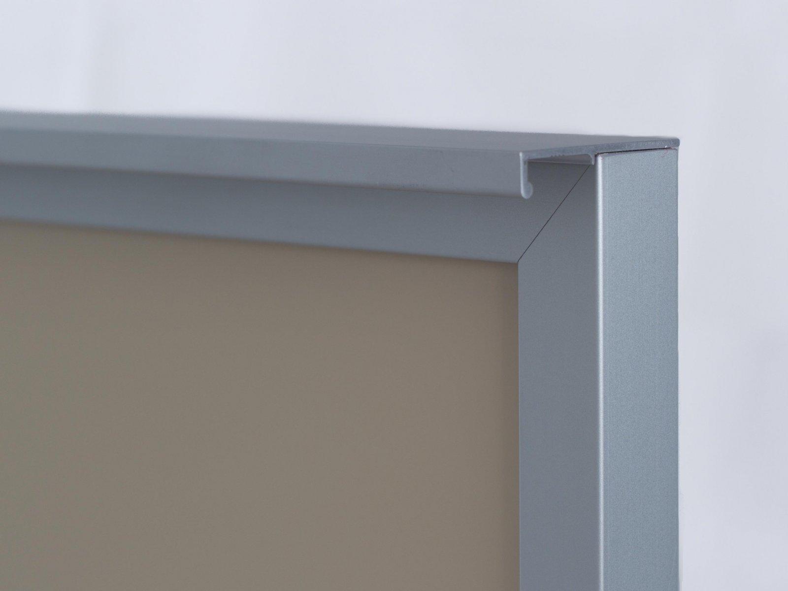 Porta-11 (Perfil V07 mate + puxador L04 mate + vidro lacado bege)