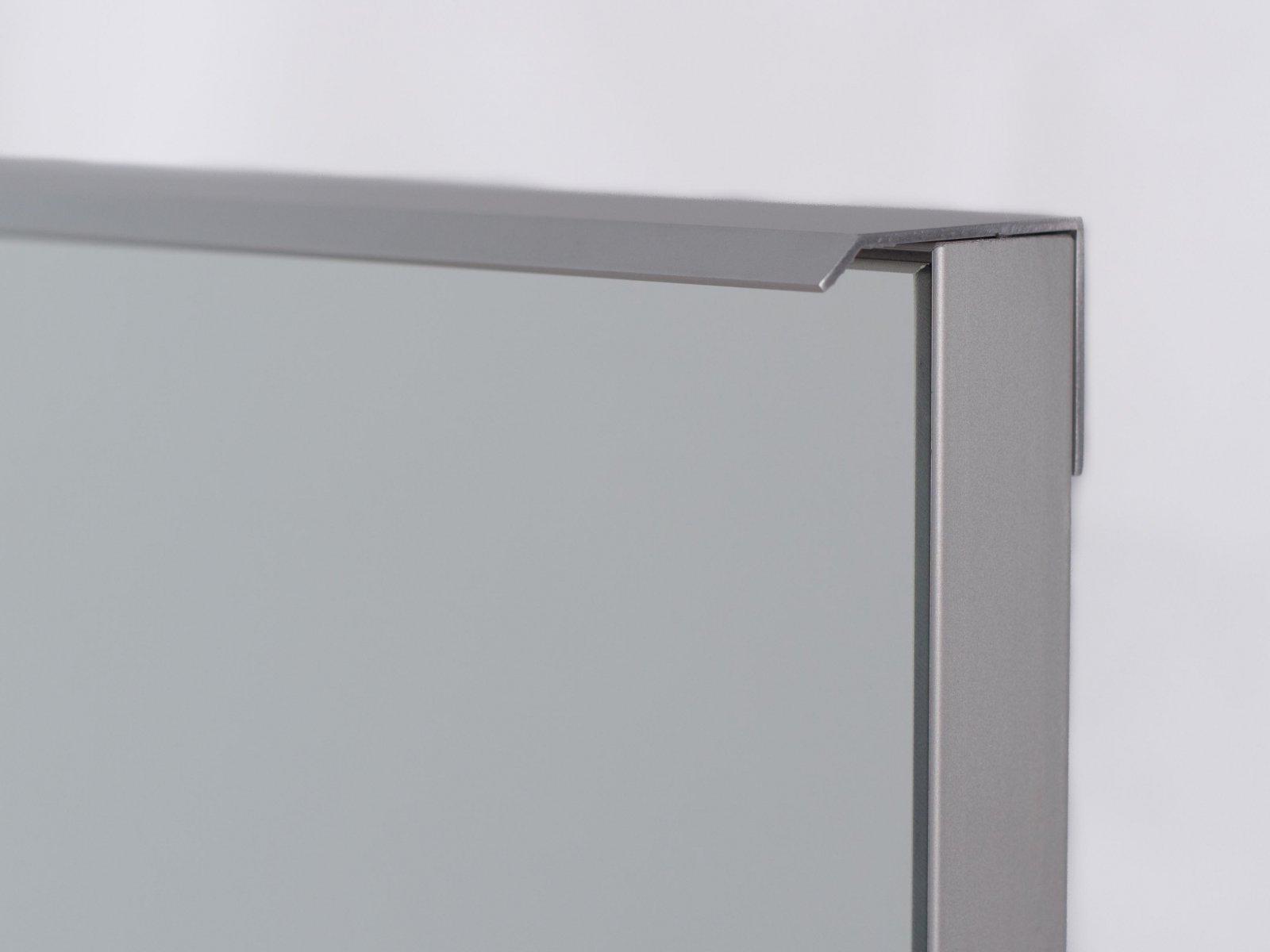 Porta-17 (Perfil V04 mate + puxador L03 mate + espelho)