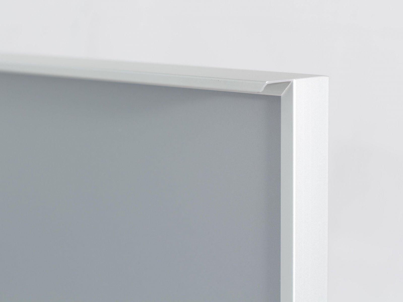 Porta-5 (Perfil V01-52 mate + puxador L03 mate + vidro cinza)